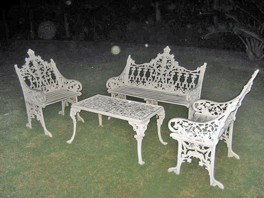 VICTORYA CAST IRON BENCH SET